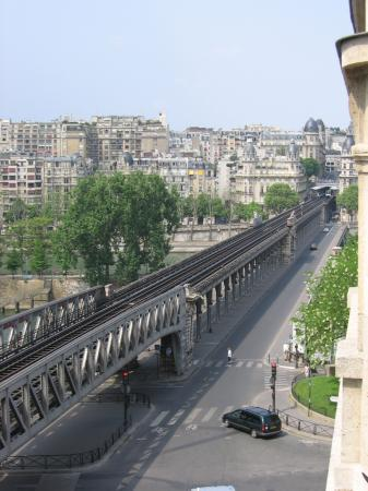 Hotel Eiffel Seine: A view of the Seine from the balcony