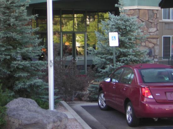 Hampton Inn & Suites Flagstaff: disabled parking