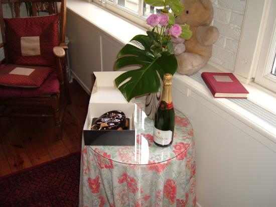 Maes B & B: our champayne and cake