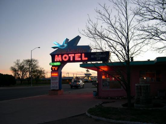 ‪‪Blue Swallow Motel‬: the famous neon‬