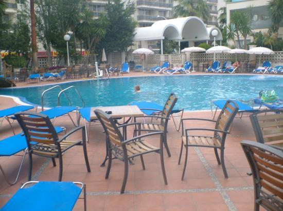 H10 Delfin: View across the pool