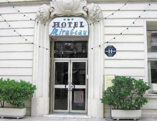 Hotel Mirabeau: Front