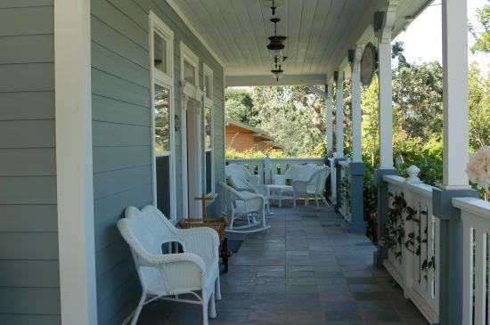 ForFriends Inn: Front Porch