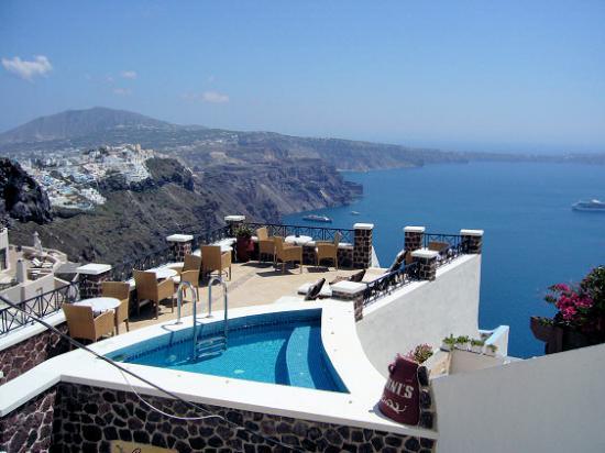 Irini's Villas Resort : La terrasse et vue sur la Caldeira