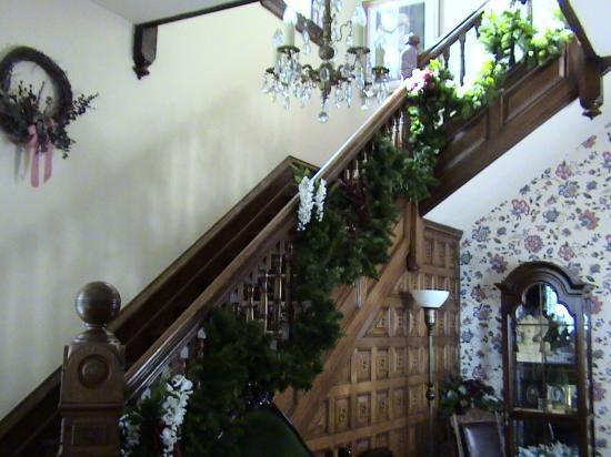 Market Street Inn: Elegant Staircase