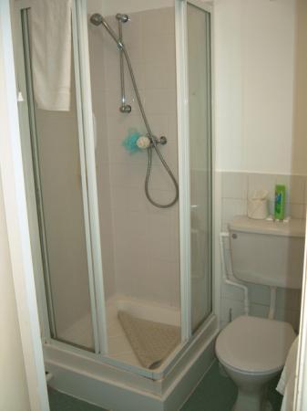 Bay Majestic Bournemouth Hotel: Shower room