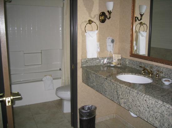 Corona, Californien: separate sink area