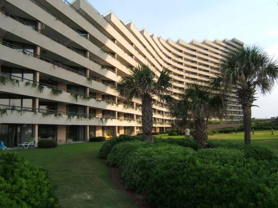Edgewater Beach Condominium: Beautiful landscaping & lawns