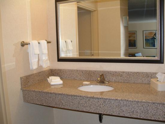 Courtyard Hadley Amherst: bath vanity