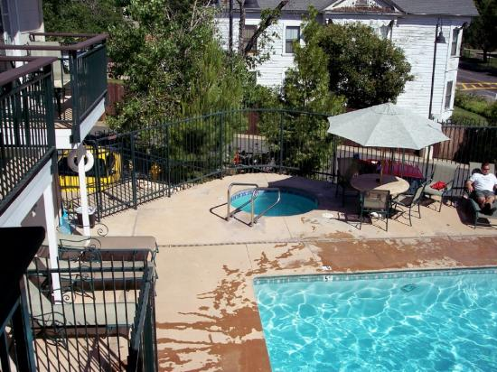 Best Western Plus Cedar Inn & Suites: Jacuzzi