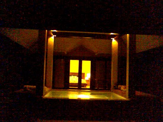 Amorita Resort: Exterior View of Villa at night