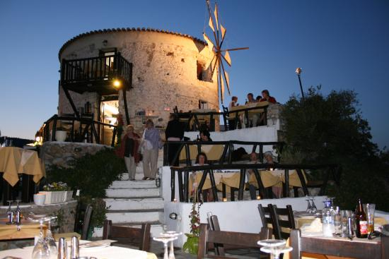 Troulos Bay Hotel: Windmill Restaurant