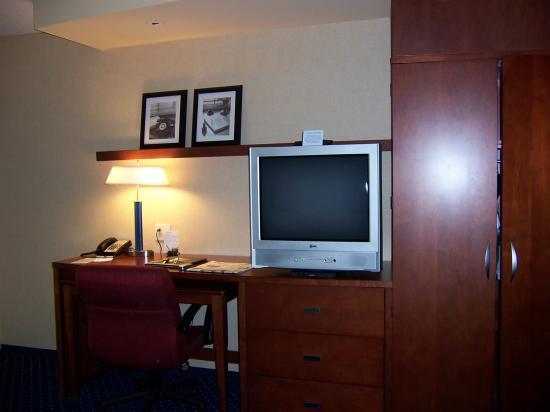 Courtyard Harrisburg West/Mechanicsburg: TV, desk