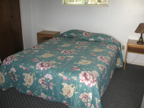 Traveller's Rest Motel: bedroom