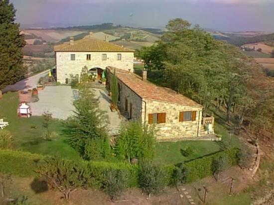 Farm Holiday La Canonica: A view of the property