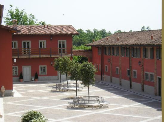 Antico Borgo La Muratella: View of one courtyard
