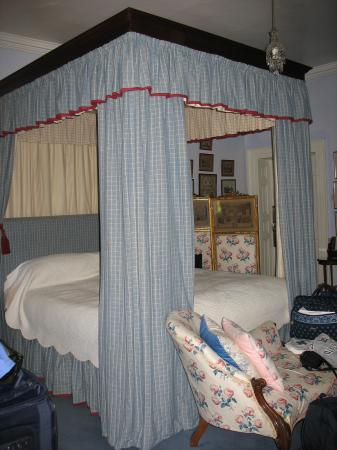 Glin Castle: Four poster bed