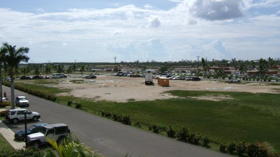 Sunshine Suites Resort: View from the front of hotel