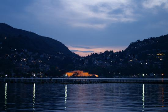 Hotel Tre Re : I think this was the Opera house across the lake