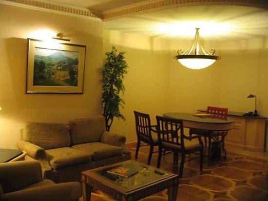 Grand Tikal Futura Hotel: lounge inside my room