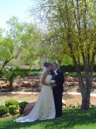 Las Vegas Weddings at the Grove: beautiful grounds