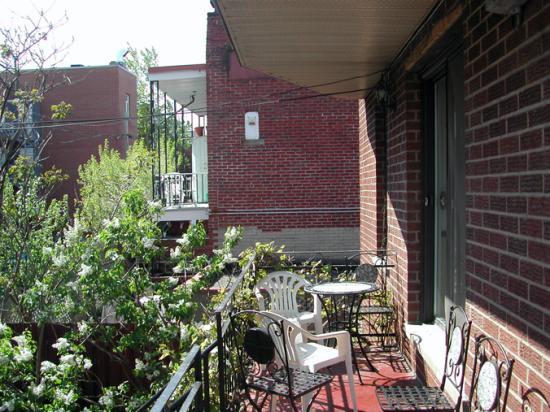 Au 4700 Rivard : Le balcon
