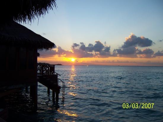 Cinnamon Dhonveli Maldives: Sunsert from the Sun Deck of Room 719