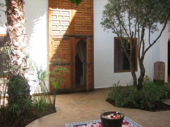Riad l'Orangeraie: Entrance to our room