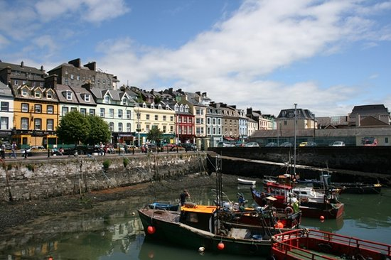 Cobh, Irlande : Some of the brightly coloured buildings