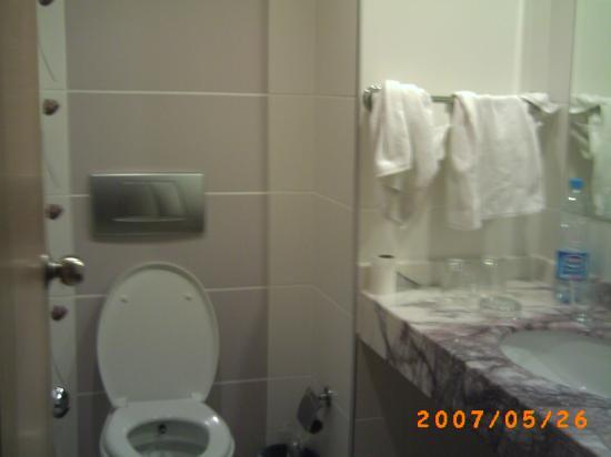 Can Garden Resort: The bathroom