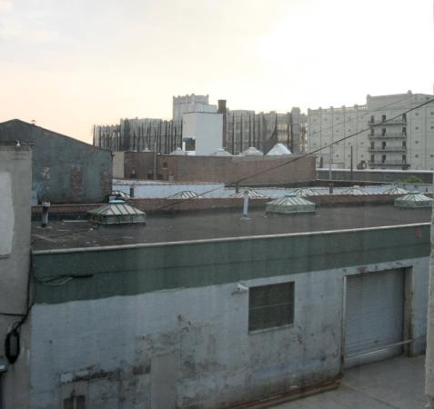 Brooklyn Motor Inn: View from the 3rd floor room