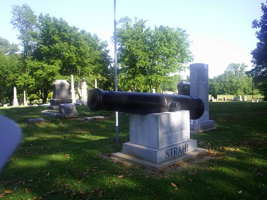 Dyersburg, TN: Memorial in old city cemetery