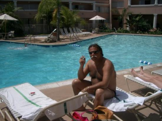 Handlery Hotel San Diego: Relaxing  by the pool