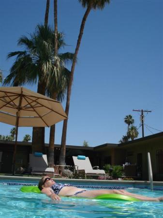 Desert Riviera Hotel: Crystal clear 86Deg. pool