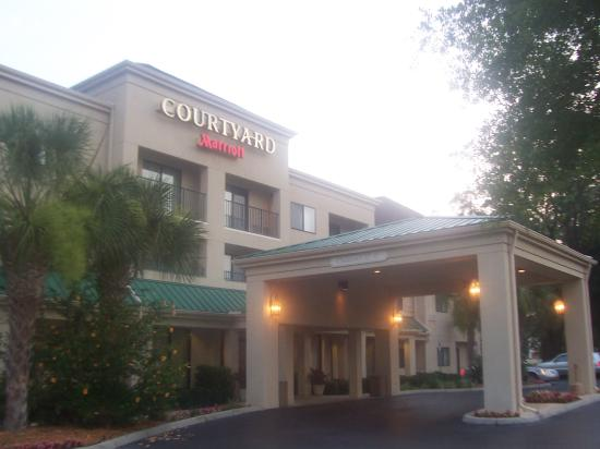 Courtyard Gainesville: Hotel Entrance