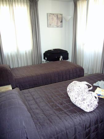 Hotel du Dragon: 2 beds