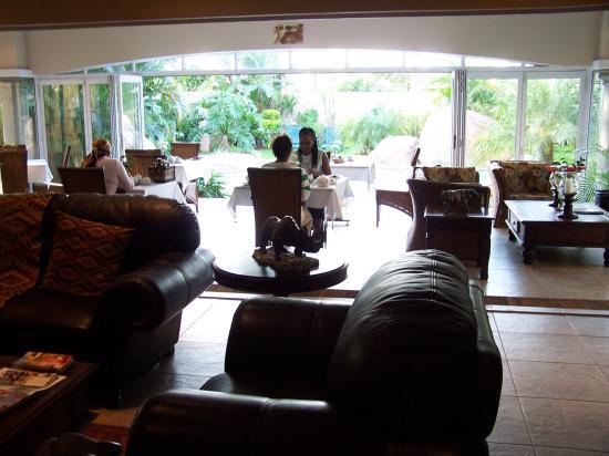 uShaka Manor Guest House: breakfast room