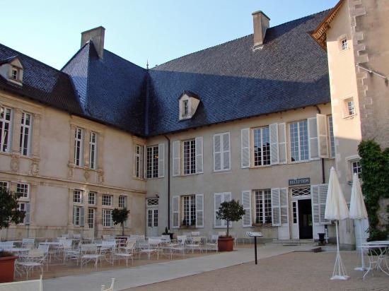 Jardin tr s bien entretenu picture of chateau de pizay saint jean d 39 ar - Chateau de pizay saint jean d ardieres ...