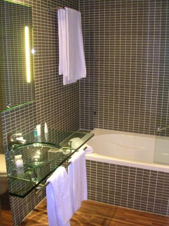 AC Hotel Firenze: baño 318