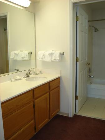 Residence Inn Provo : bathroom counter