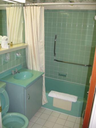 Flagship Hotel Oceanfront: Bathroom