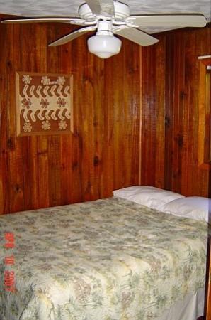 Bananarama Beach and Dive Resort: Bedroom.