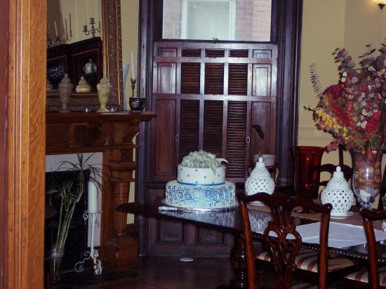 Gloucester Square Inns - Rundle and Gallow Mansions: Dining area, and our cake