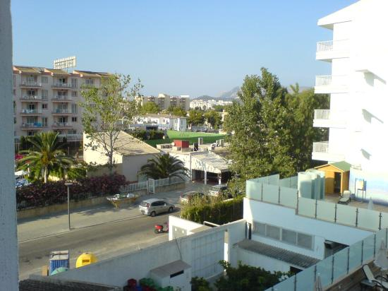 Sol de Alcudia Apartments: view of road from side of balcony