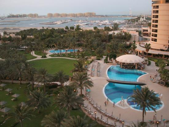 Le Royal Meridien Beach Resort & Spa: View from 6th floor across grounds to 'Burj'