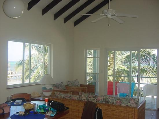 Tres Cocos Resort : Dining/living area