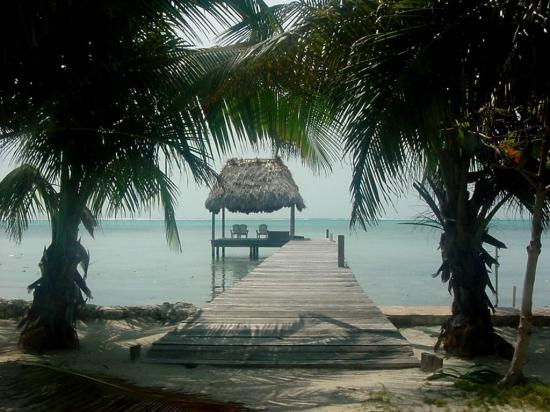Tres Cocos Resort: Neighbor's Dock