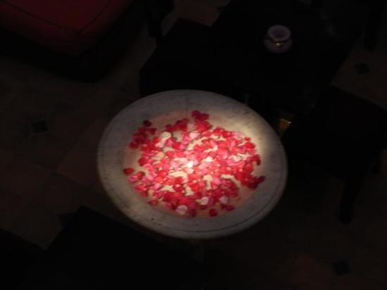 Restaurant La Maison de Marrakech : La fontaine dans le riad