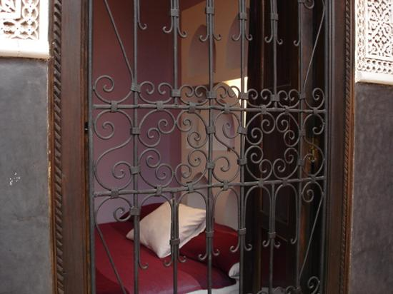 Restaurant La Maison de Marrakech: La chambre depuis la cour intérieure