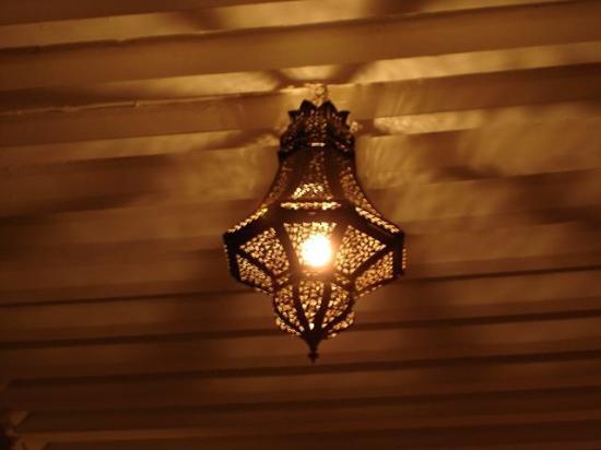 Restaurant La Maison de Marrakech: Lanterne dans la chambre